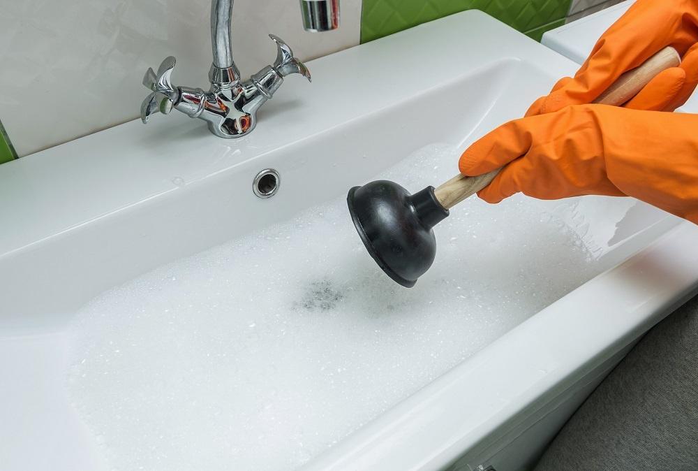 Jak skutecznie udrożnić rury kanalizacyjne?